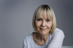 Jytte Vikkelsøe skriver om parforhold og kærlighed. Hun er forfatter til bogen Derfor forelsker du dig aldrig i den forkerte, som udkom på Gyldendal i 2017.